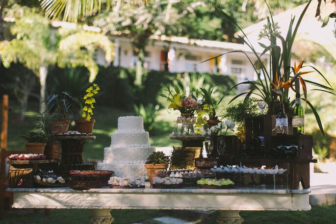 Festa montada no jardim da Pousada Bucaneiro