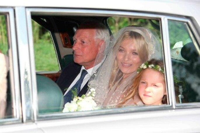 Kate Moss llegó en el coche con su padre y su hija