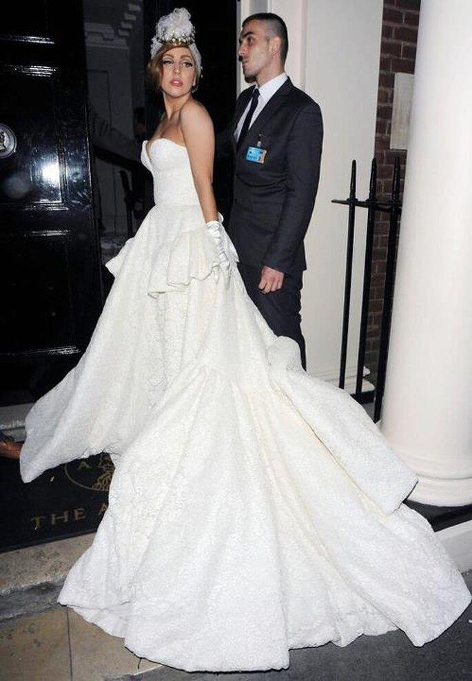 Hermoso vestido de novia inspirado en Lady GaGa - Foto Ulyana Sergeenko Facebook