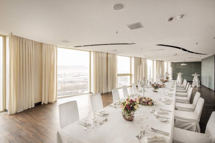 Blick auf den Hochzeitstisch im Renaissance Zurich Tower Hotel.