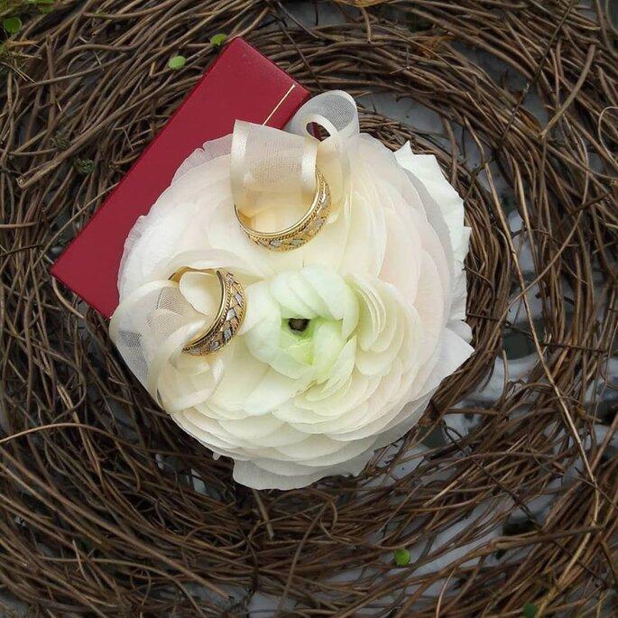 Alma Floral Studio, Event Designer arreglo para los anillos de boda