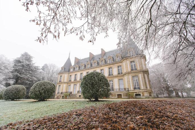 Château de Santeny verglacé en automne en basse saison