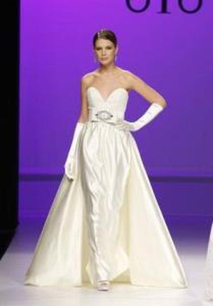Novia D'Art 2010 - Vestido largo con cola desde la cintura, talle alto, escote corazón