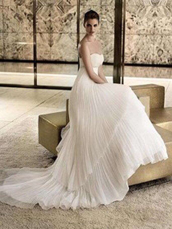 San Patrick 2009 - Parábola, vestido largo corte imperio escote palabra de honor forma de corazón, seda plisada
