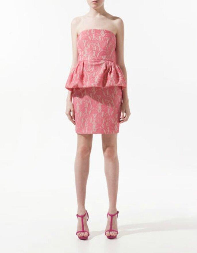 Abito rosa senza spalline con gonna a palloncino. Zara