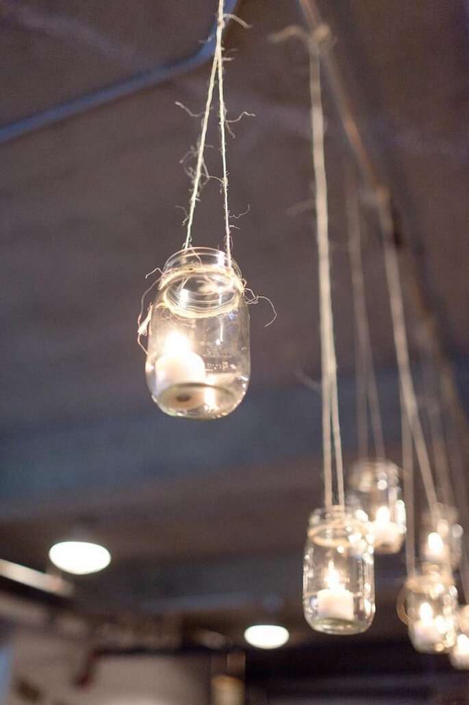 Las ideas más originales para usar los mason jars en tu boda - We Heart Photography