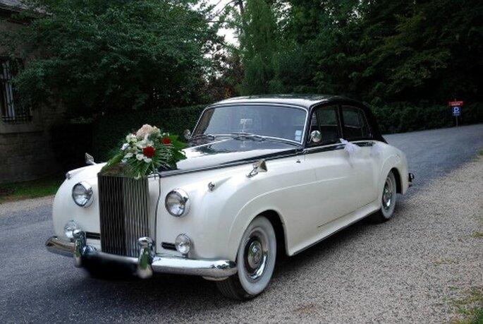 Voiture des mariés : on se fait plaisir ! - Source : Location Rétro Mariage