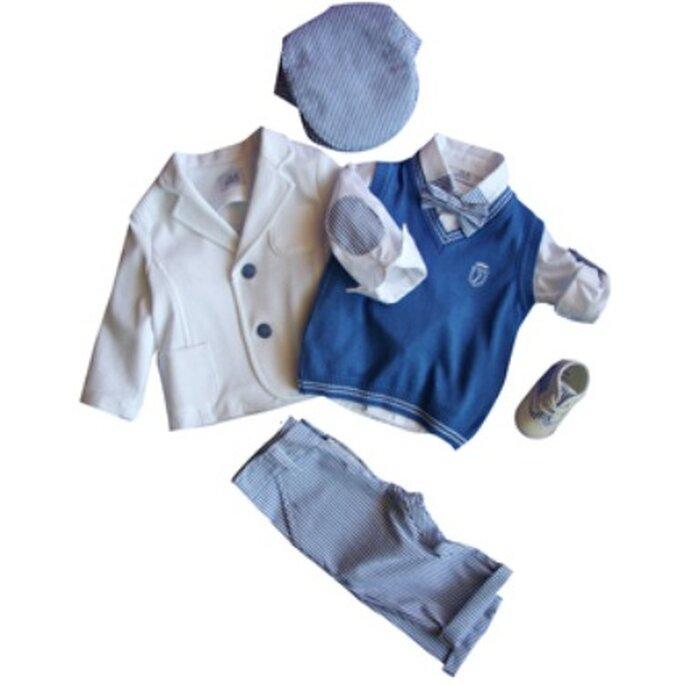 Giacca bianca,cardigan blu e pantalone azzurro con cappello a basco e papillon. I 2 MONELLI