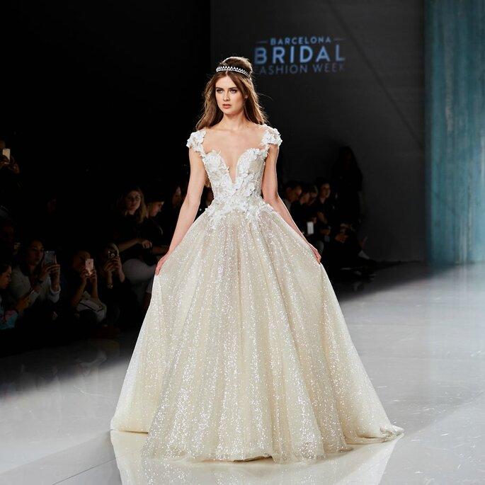 0aa7c32376ba37e Свадебные образы 2018 на Barcelona Fashion Bridal Week