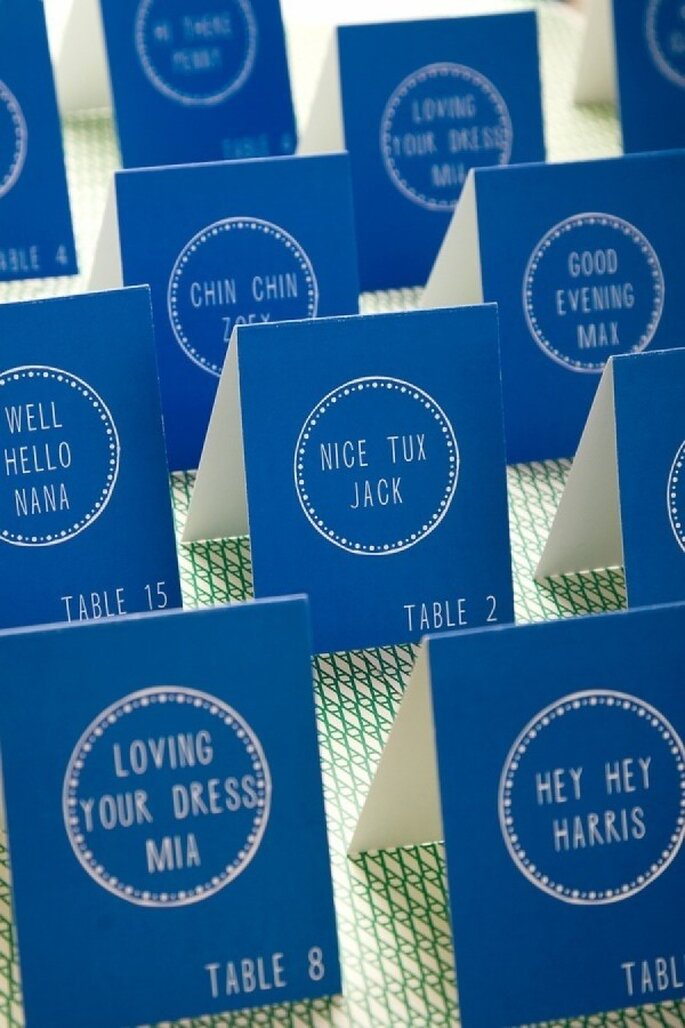 Elige unos indicadores para tus invitados en color azul - Foto Mr. Boddington's Studio