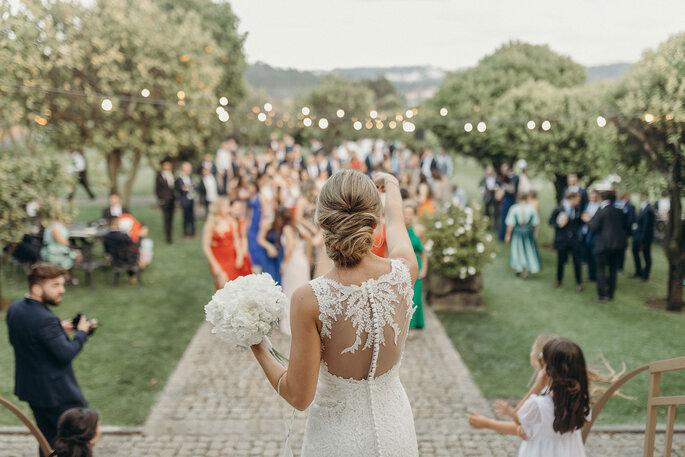 vestido de noiva com renda nas costas