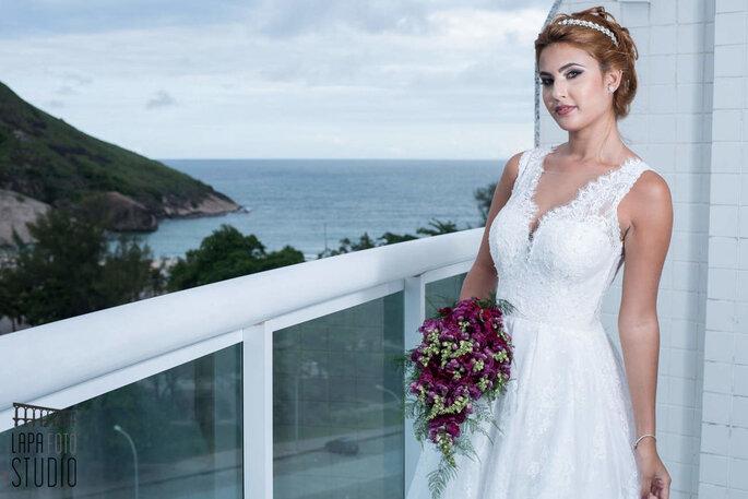 Noiva posa com modelo assinado pelo Estilista Jefferson Moreira