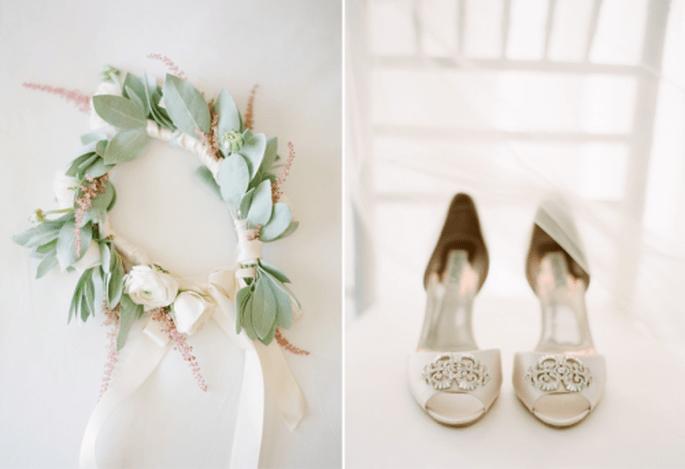 Utiliza una corona de flores para tu boda. Fotografia KtMerry
