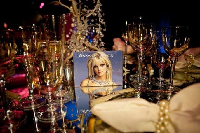 Mesa de boda decorada al estilo de Britney Spears - Foto: Floramor Studios Facebook