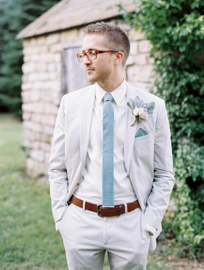 Lentes y corbata de corte slim para tu chico - Foto Whitney Neal Photography