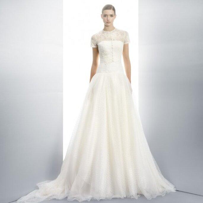 fe1fd29f3 Vestido de novia 2013 en color blanco con escote ilusión y mangas cortas -  Foto Jesús
