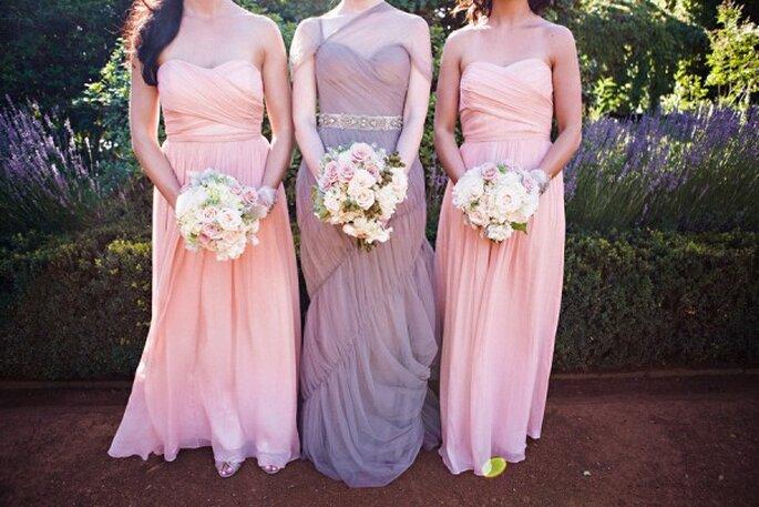 Inspírate en la estética de tu boda y apuesta por diseños que marquen una distinción absoluta en tus damas - Foto Michelle Fiona Photographer
