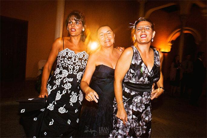 Invitadas a una boda con un vestido llamativo - Foto: Fran Russo
