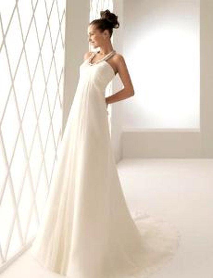Aire Collection 2010 - Belinda, vestido comprido de seda plissada, corte império, com decote redondo
