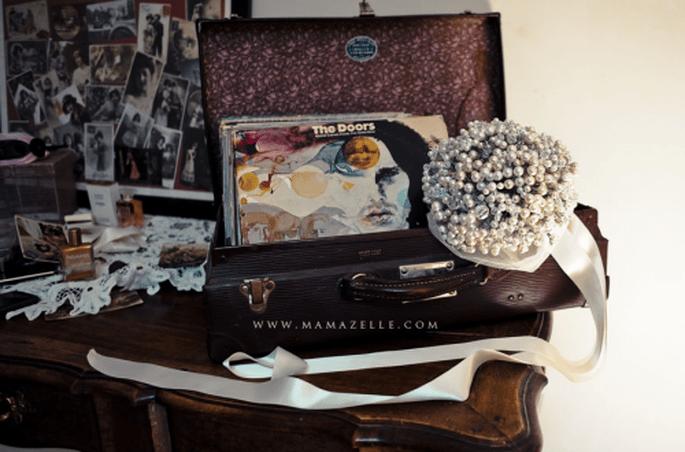 Decoración de boda con maletas y baules. Fotografia Mamazelle