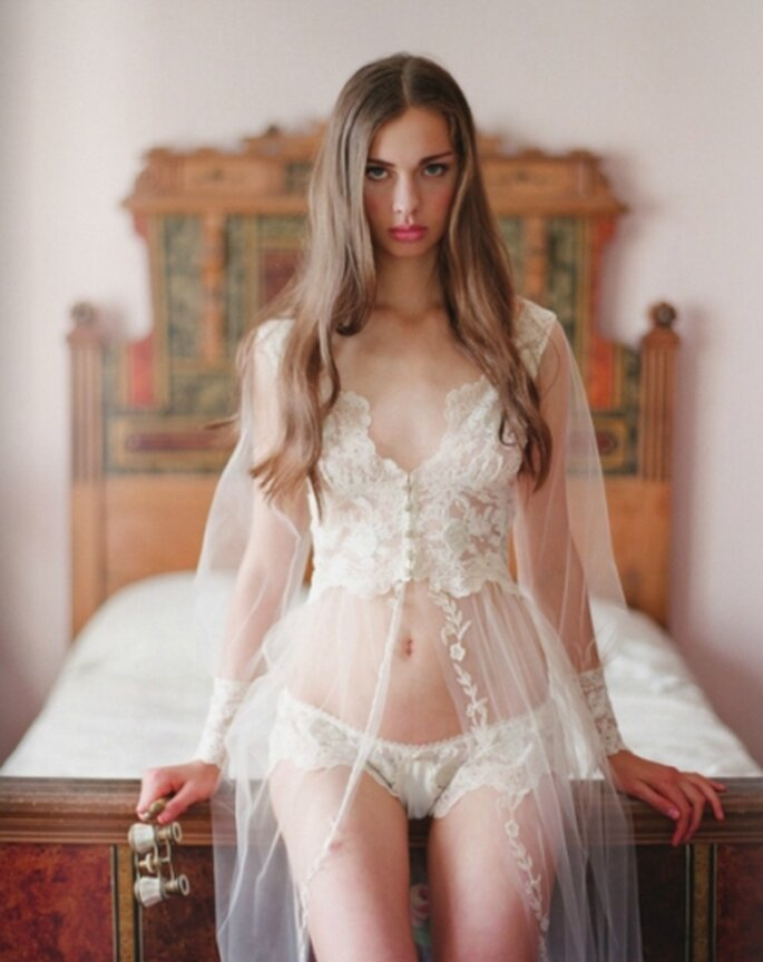 Splendido il modello in pizzo e tulle di Claire Pettibone Heirloom Lingerie Collection
