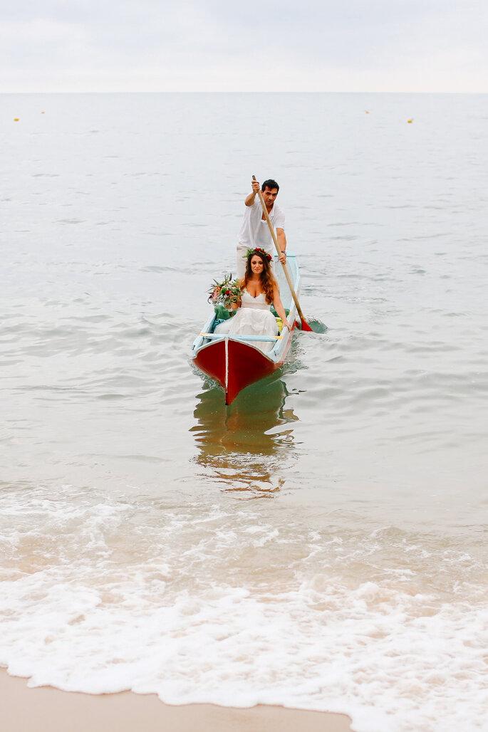 noiva chegando de barco