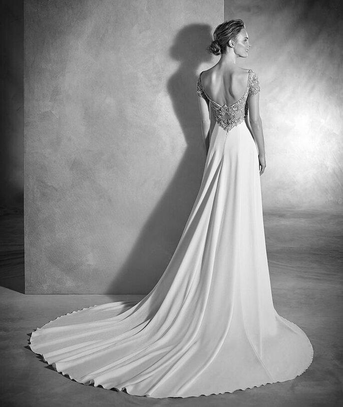 Faça a sua marcação para experimentar este vestido!