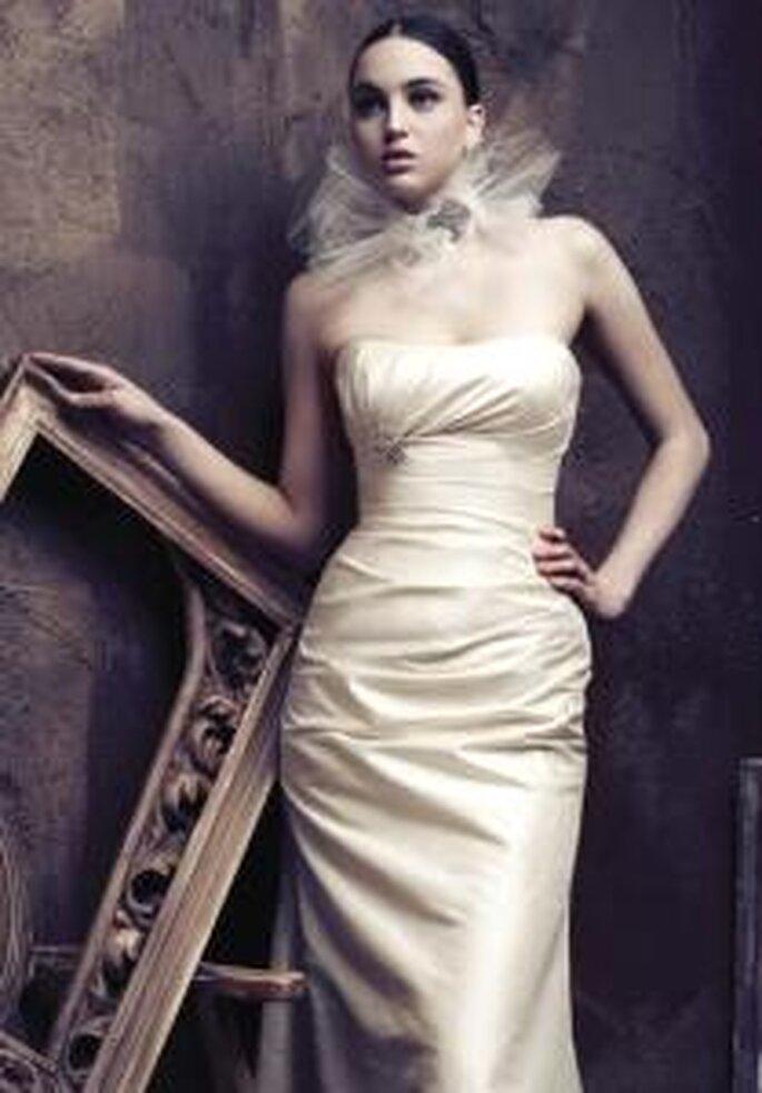 Paloma Blanca 2009 - vestito lungo sirena, gonna drappeggiata