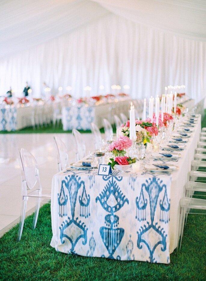 Manteles espectaculares con un toque de color azul perfecto - Foto Jose Villa Photography