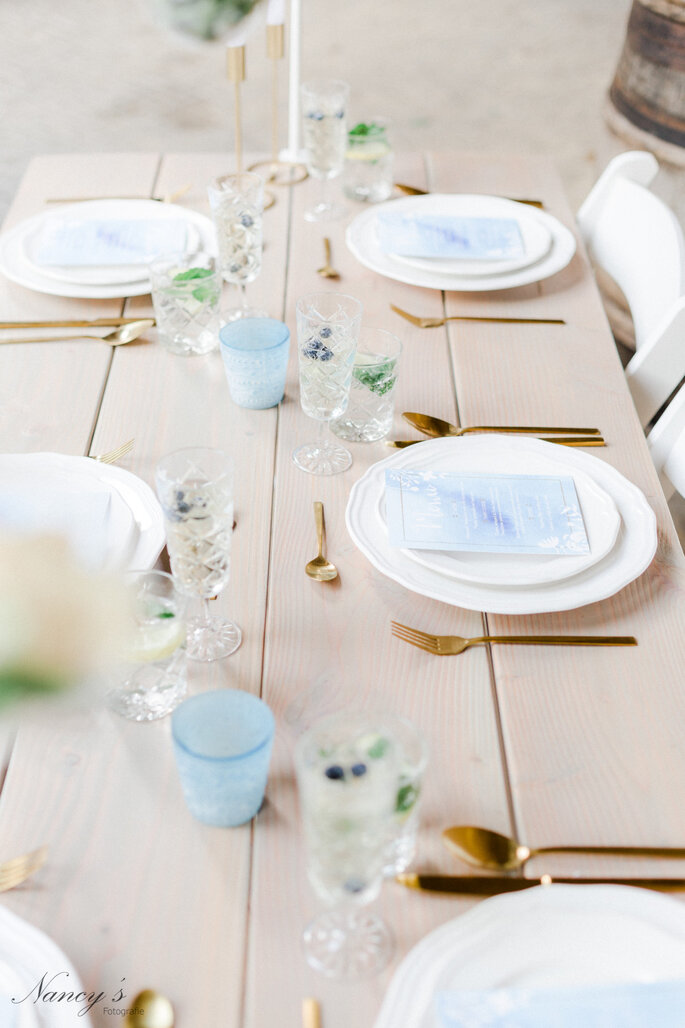 White Wedding Chairs. Credits: Nancy´s Fotografie