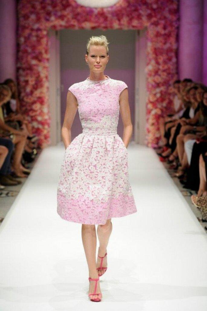 Vestido de fiesta corto en color rosa con tendencia degradé - Foto Basler