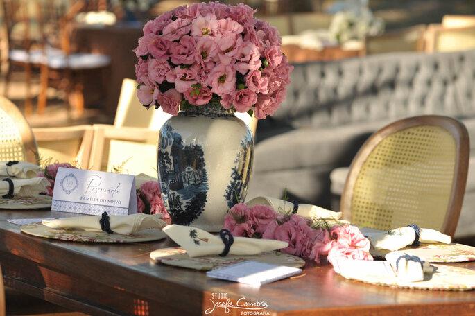 lindo arranjo com de rosa para casamento