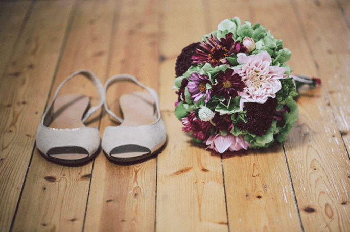 Ramos de novia en vino, violeta y lila. fotografía Nancy Ebert