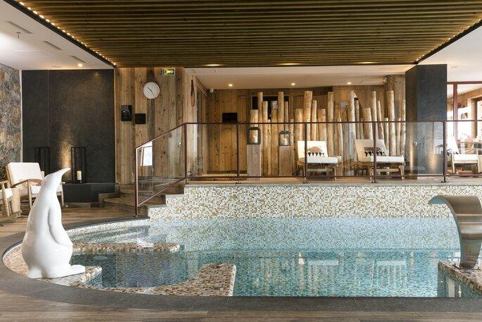 Un spa de luxe avec vue sur les montagnes