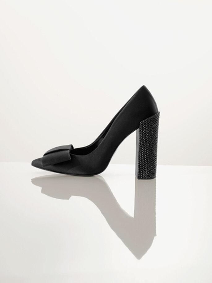 Zapatos de tacón grueso y lazo