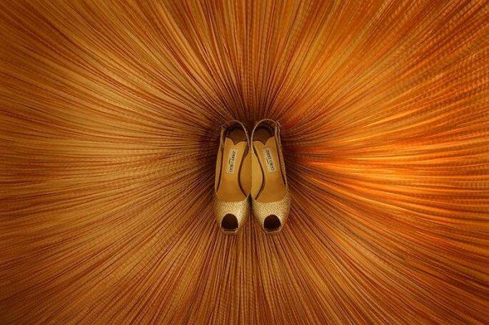 Los zapatos pueden convertirse en un foco de completa armonía en tu boda - Foto Daniel Aguilar Photography