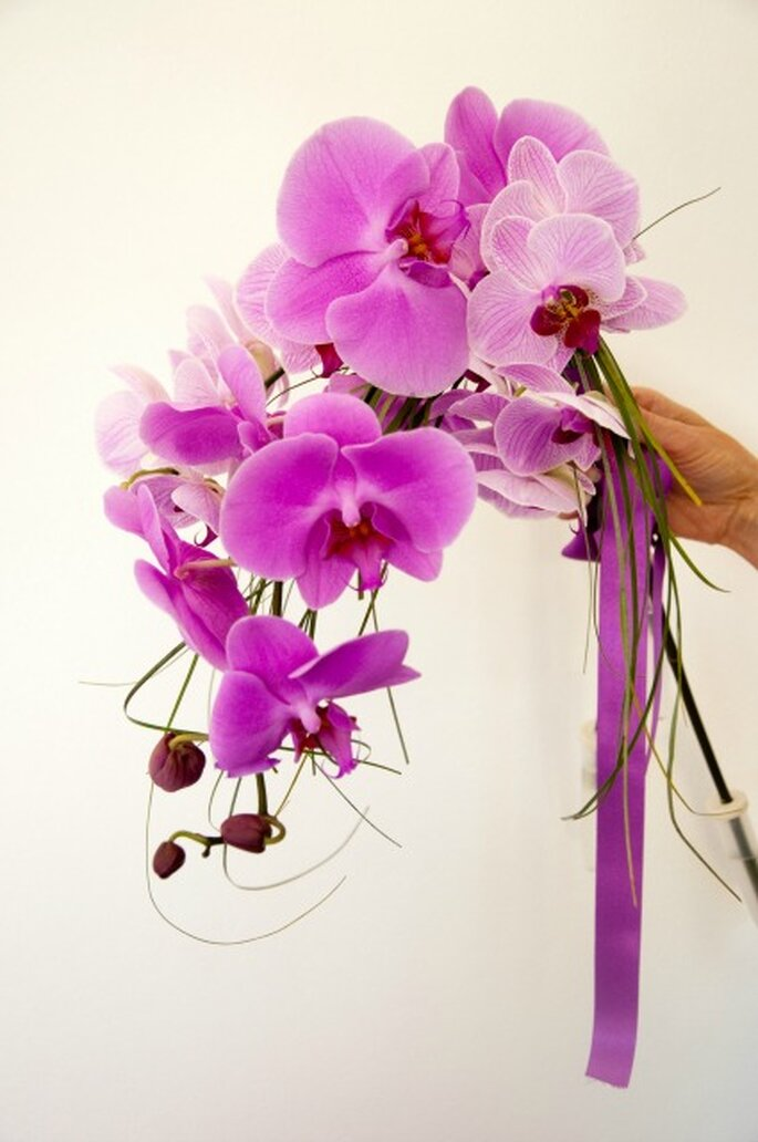 Orchidee protagoniste di un bouquet romantico e originale. Foto: Elisabeth Delsol