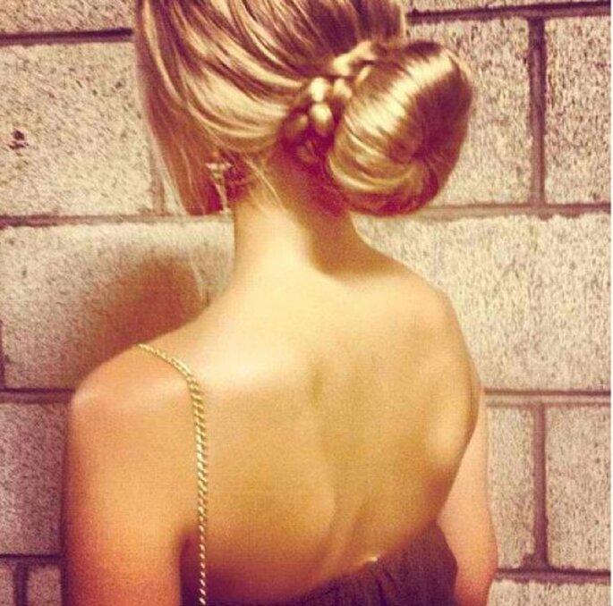 Verführerisch: der tiefe, lockere Dutt – Foto: instagram/hairposts