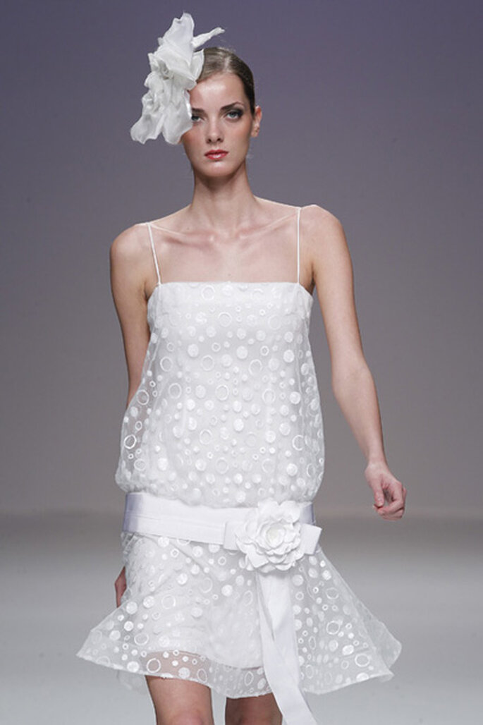 Vestido de noiva curto e com cintura descaída - Cymbeline 2012