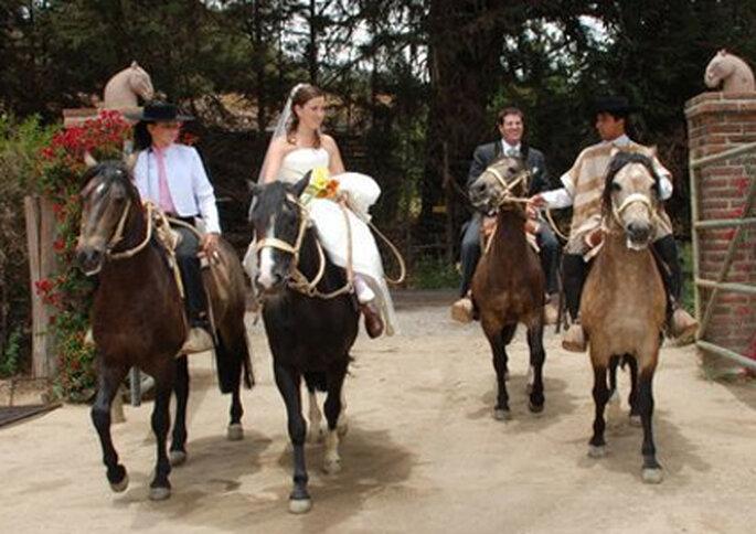 En Puro Caballo se puede ingresar a la fiesta de matrimonio a caballo.