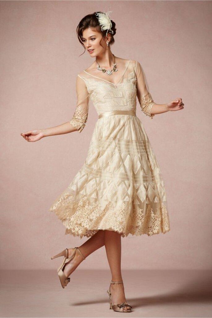vestido de novia 2014 corto con detalles metalizados en color oro - Foto BHLDN