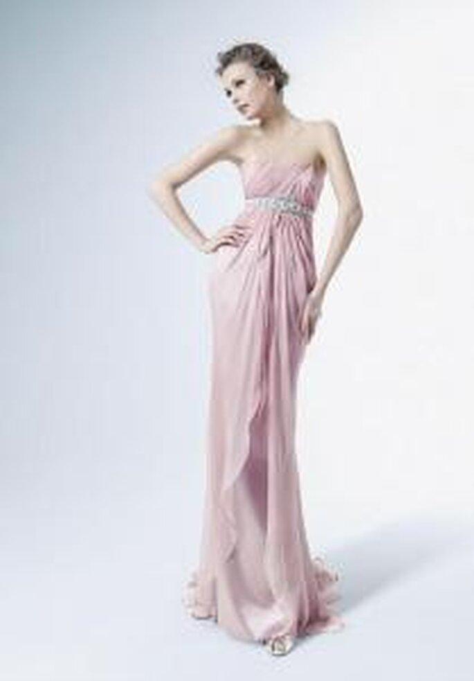 Rosa Clará, Two 2009 - Vestido largo rosado de corte imperio con cinturón en pedrería