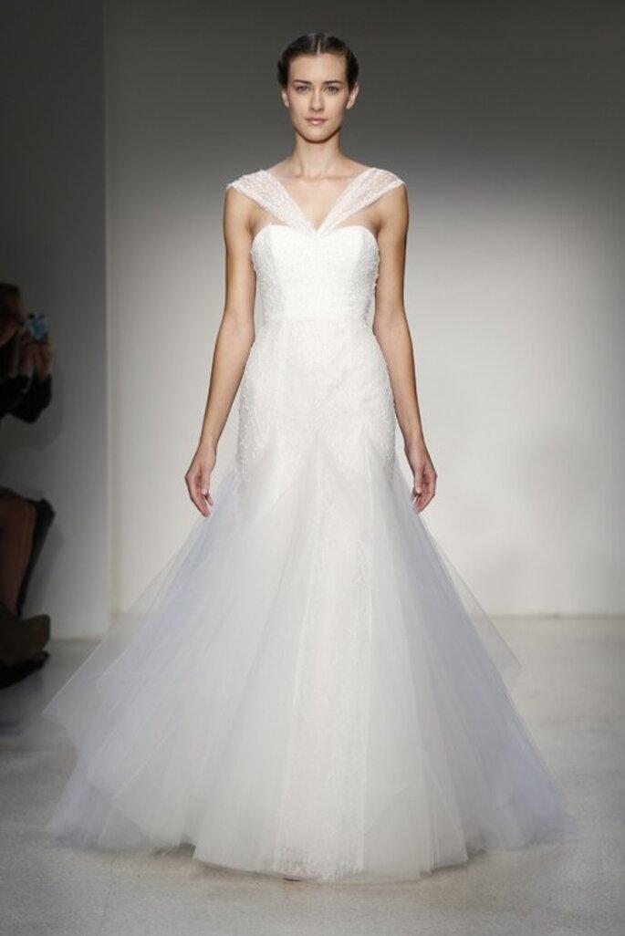 Vestido de novia clásico con escote cruzado - Foto Christos