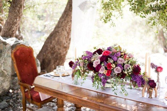Elige centros de mesa grandes y con un estilo majestuoso - Foto Candice Benjamin