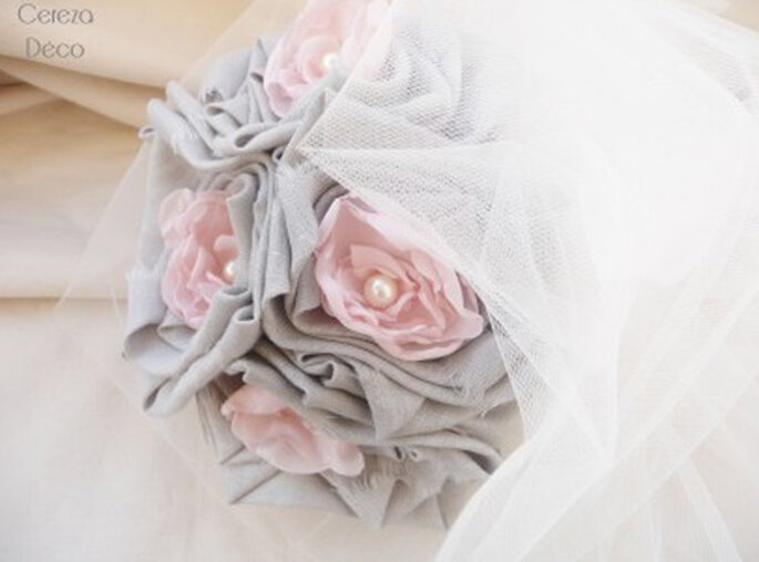 Bouquet de mariée thème champêtre gris et rose - Photos : Cereza sur la déco