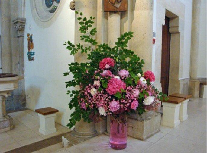 Une belle décoration florale dans un lieu sacré est appréciée - Photo : Fruits, Fleurs, Feuillages