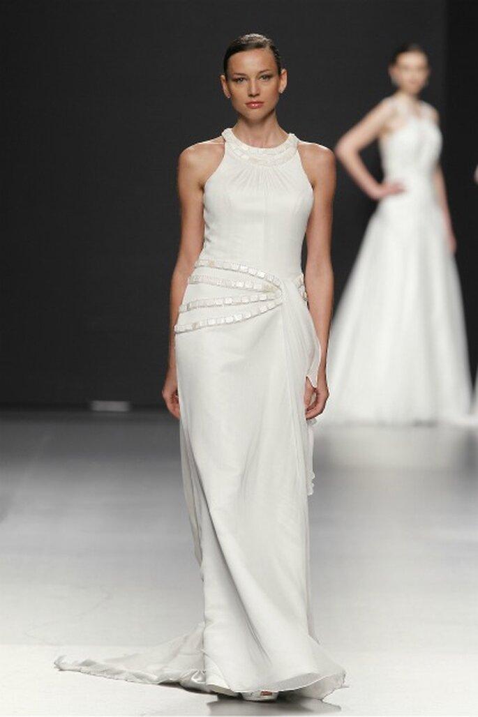 Líneas rectas en la colección de vestidos de novia Charo Peres 2012 - Ugo Camera / Ifema