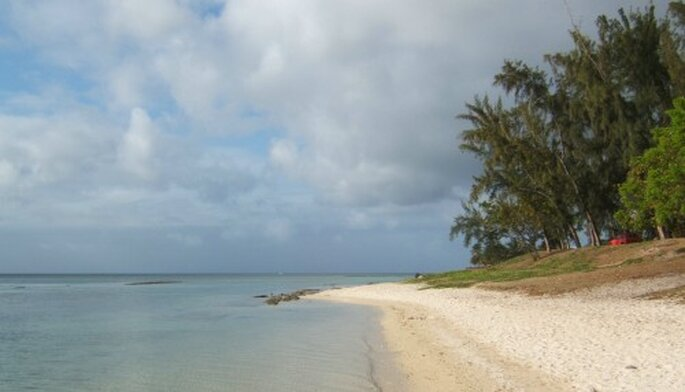 Mauritius bietet Verliebten kilometerlange Sandstrände – Foto: www.everystockphoto.com/timparkisnson