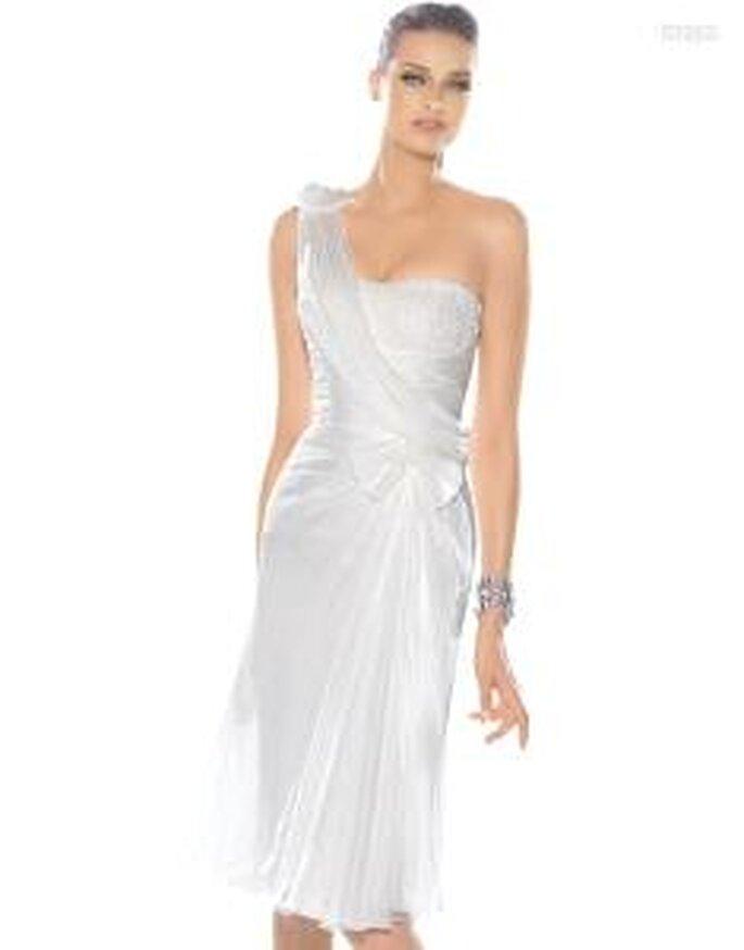 Pronovias Cóctel 2010 - Imagina, vestido cort plateado, en seda, de escote transversal