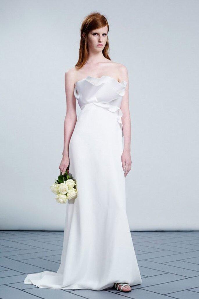 Elegante vestido de novia con olanes en el top - Foto Viktor & Rolf